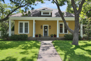 First Bed And Breakfast In Fredericksburg Texas Up For Sale