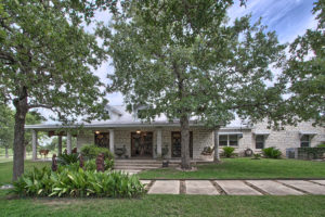 147 Little Bend Lane, Home For sale in Fredericksburg TX