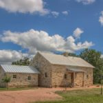Beaver Lodge Weekend retreat or Bed and Breakfast in Fredericksburg TX