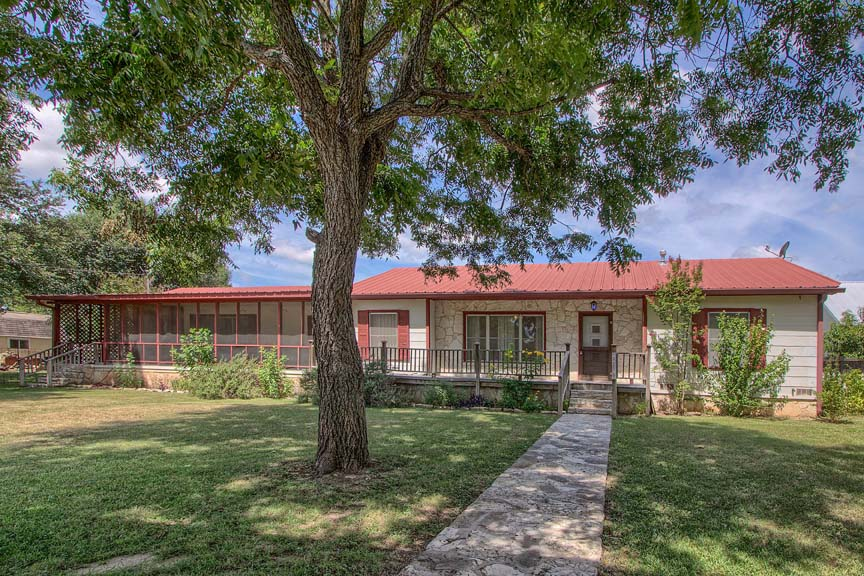 604 South Creek Fredericksburg Texas Big Home for sale Location Map