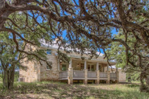 Fredericksburg Weekend Retreat, bed and breakfast or a place to call home