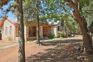 611 Liveoak Fredericksburg TX commercial rental for sale