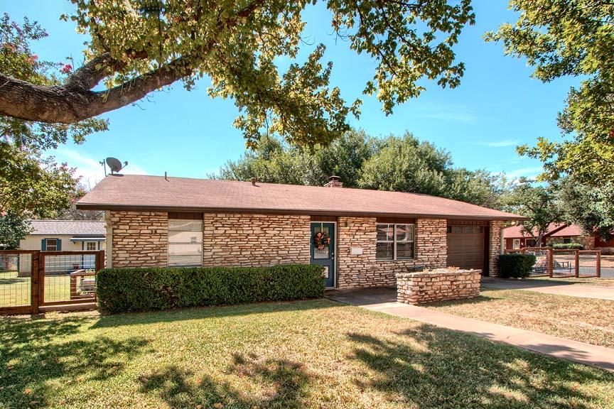 1401 North Crockett Fredericksburg TX Home for sale