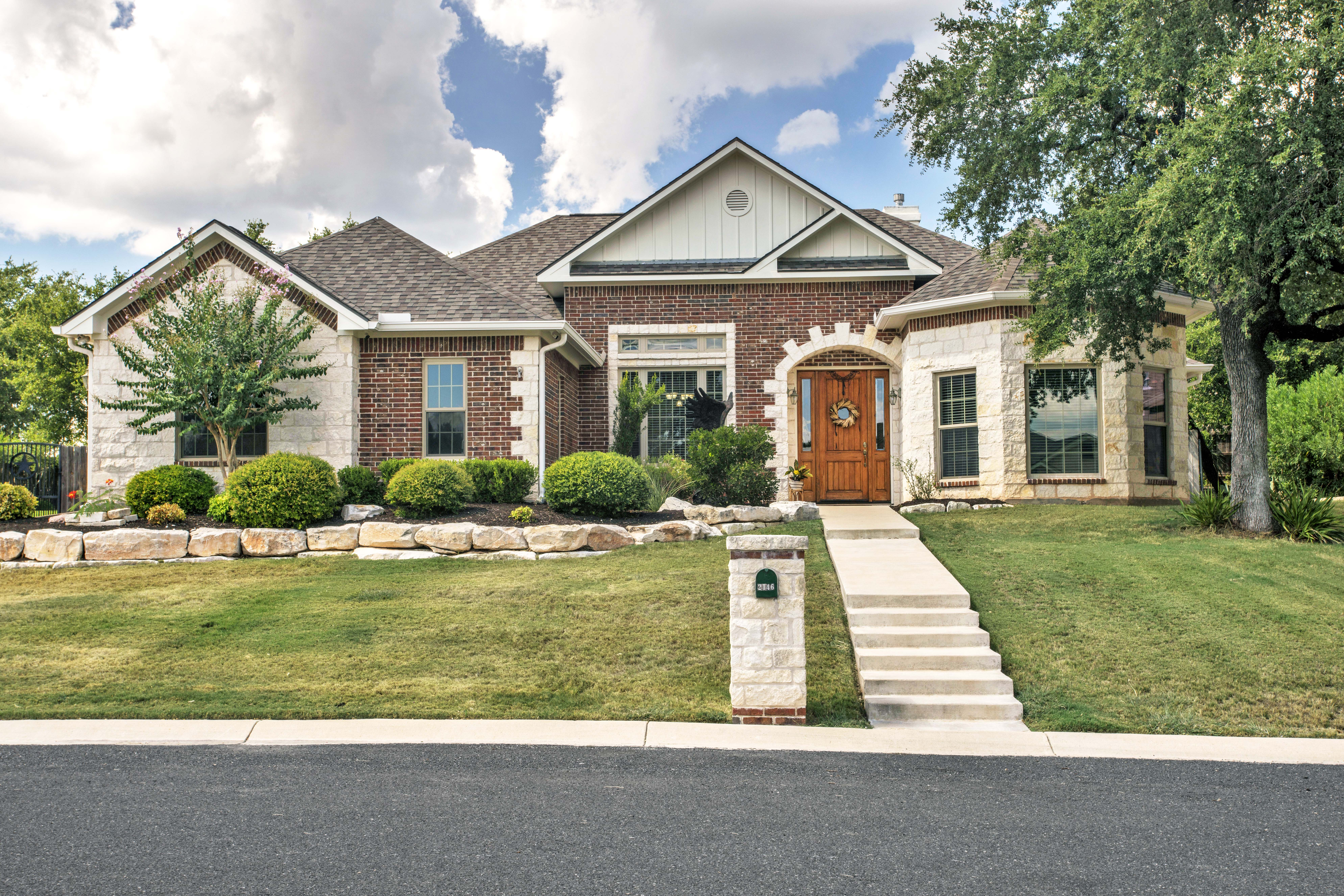 2146 Stone Oak Home For Sale in Stone Ridge, Fredericksburg TX