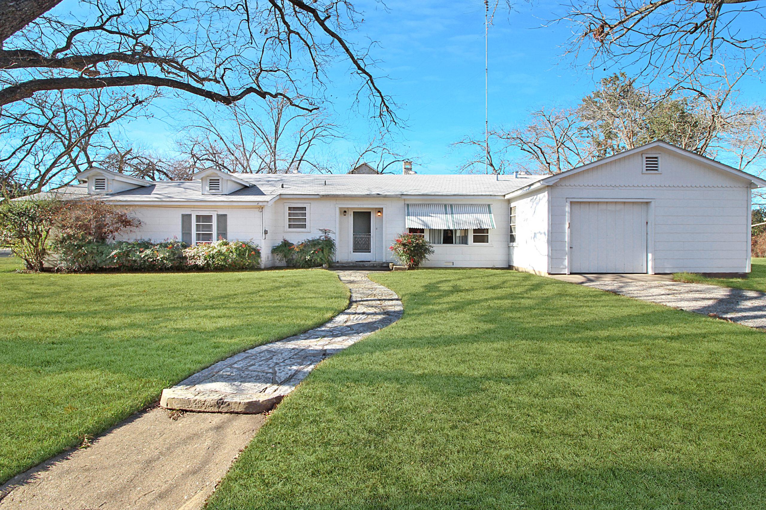402 N Edison Fredericksburg TX Home for Sale
