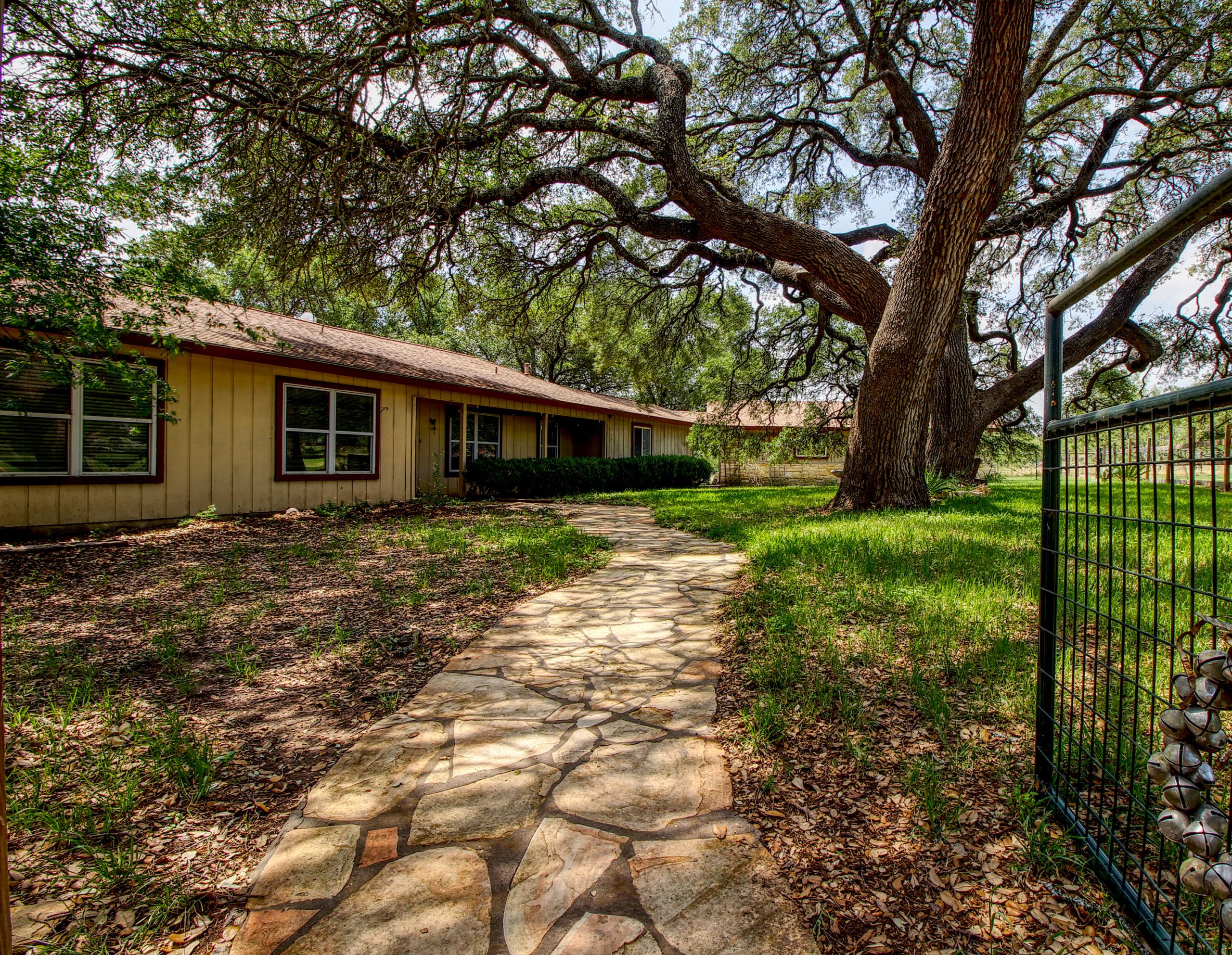 12737 US HWY 16 Fredericksburg TX Home on Acreage
