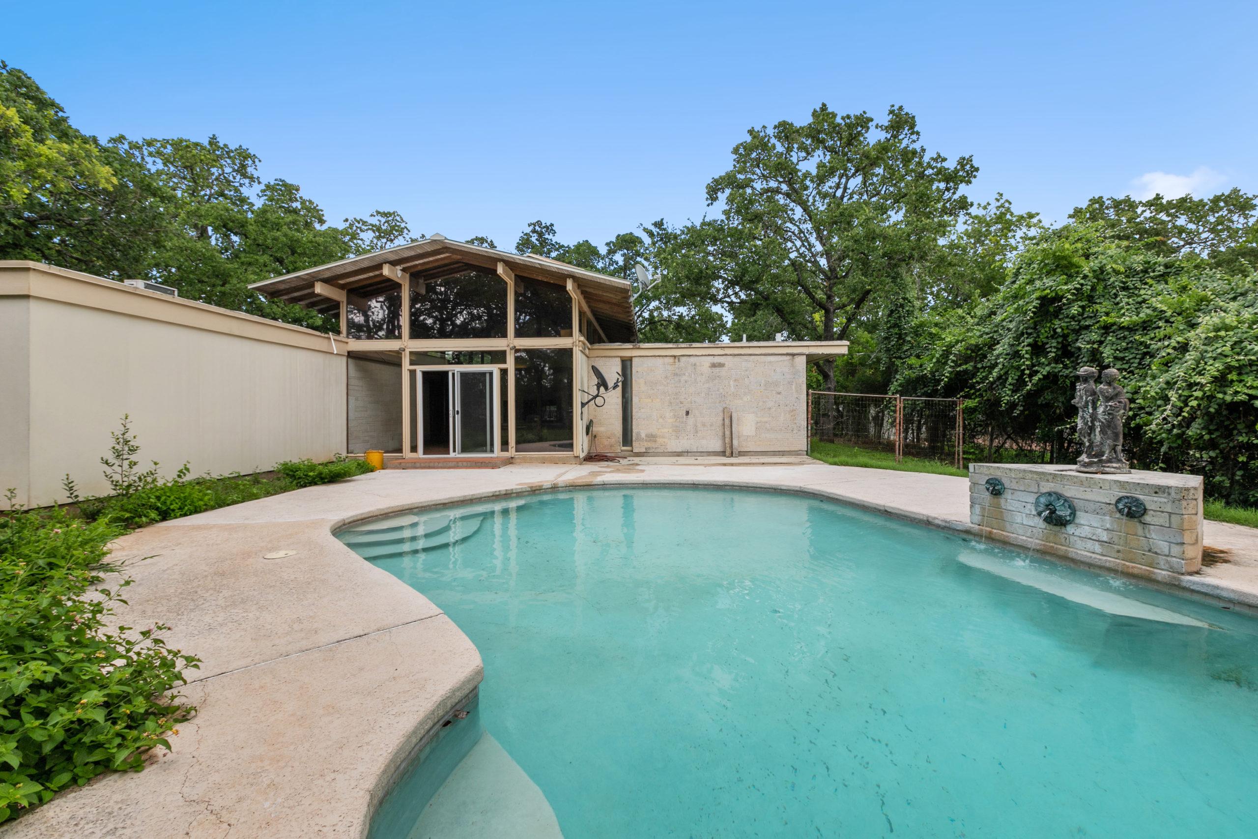 208 Woodcrest Fredericksburg TX Home For Sale