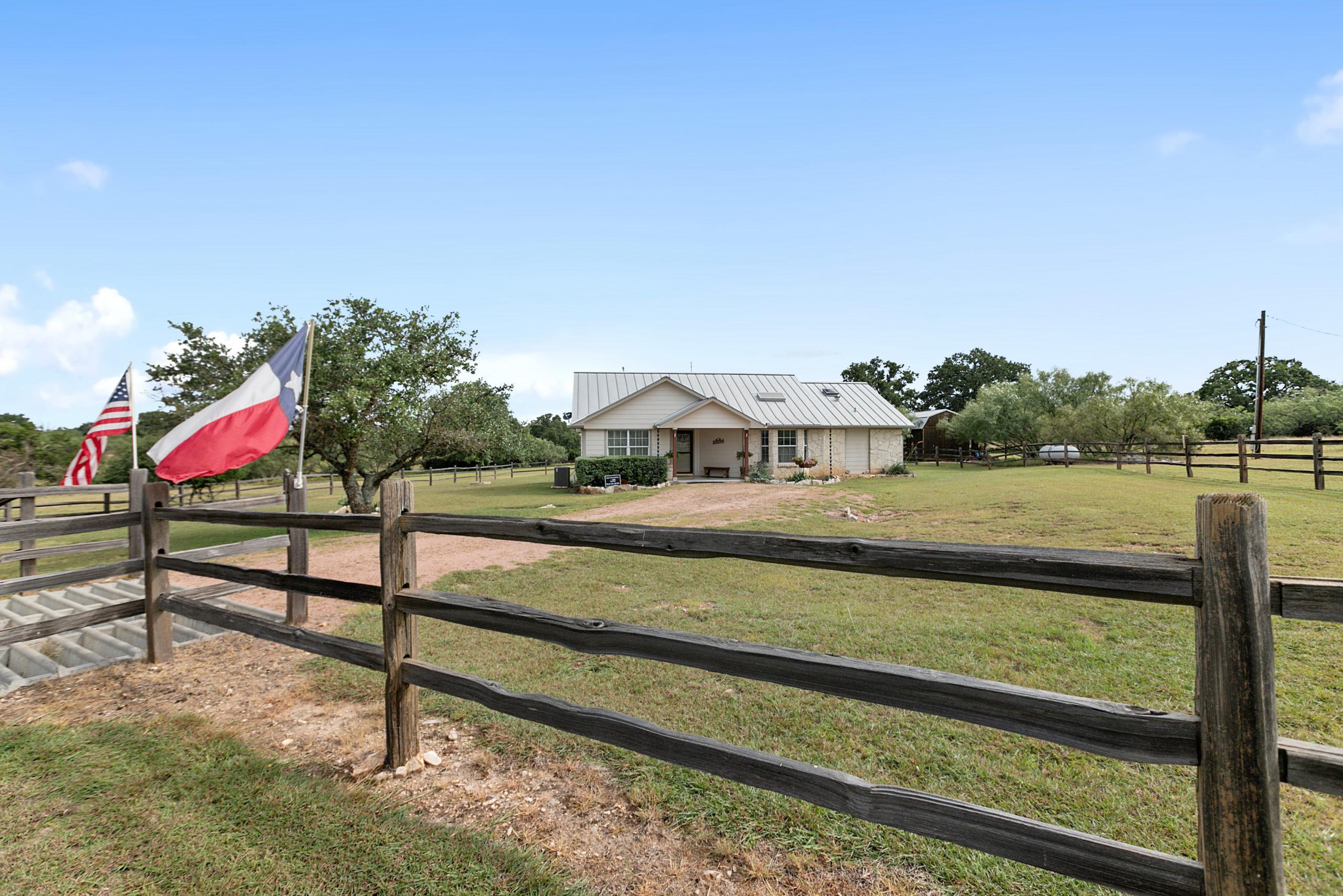 720 Funf Kinder Fredericksburg TX home on acreage for sale