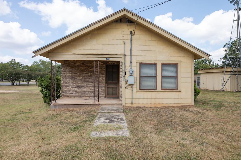 306 Mesquite Fredericksburg TX Home for Sale